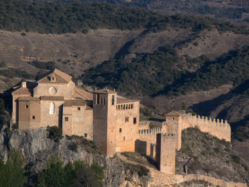 Castle and collegiate church of the town of Alquézar. (Wikimedia Commons)