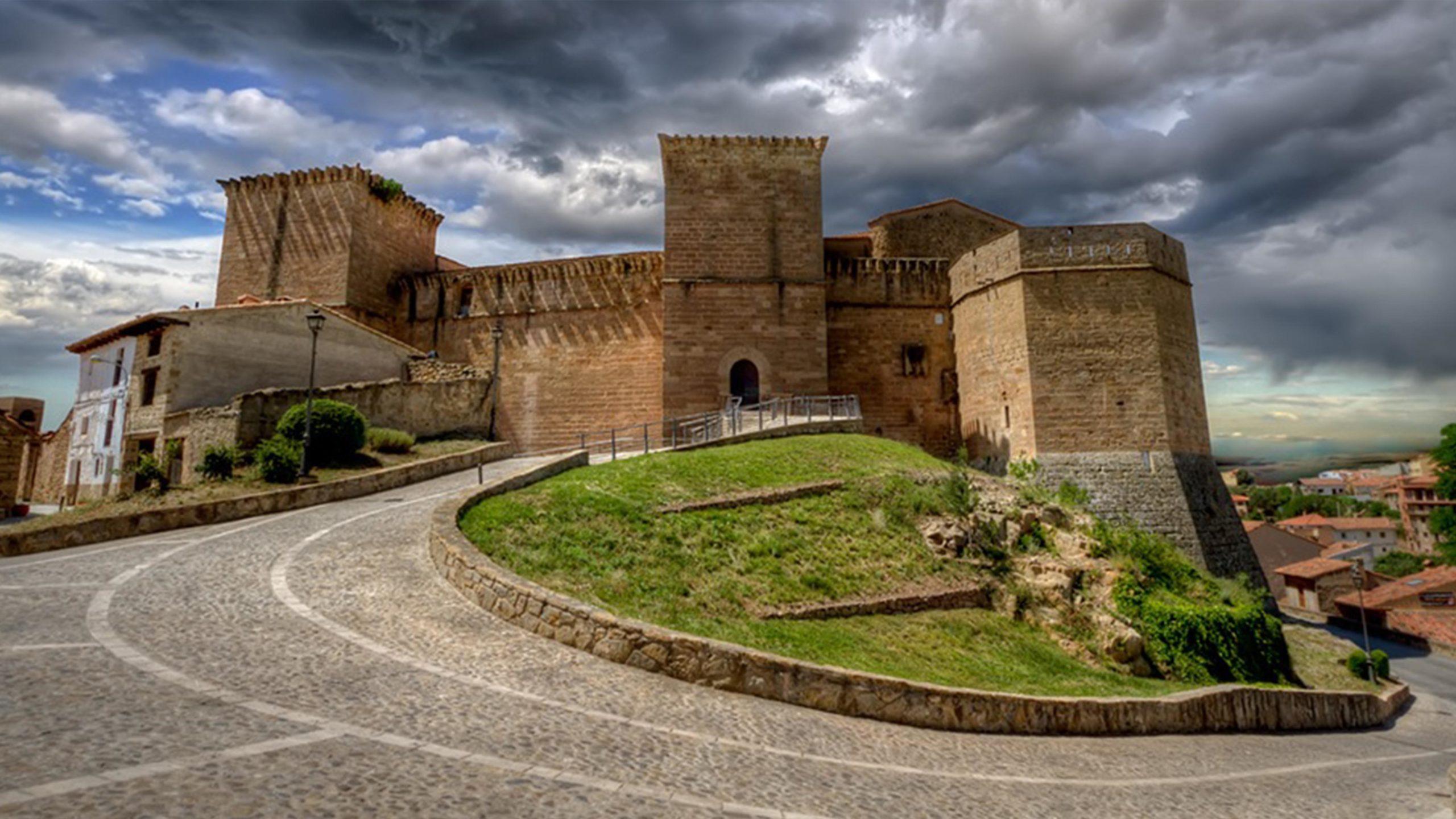 Castillo-Palacio de los Fernández de Heredia en Mora de Rubielos. Castillos en Aragón. Castillos medievales en Aragón. Conoce Aragón Turismo GoAragon