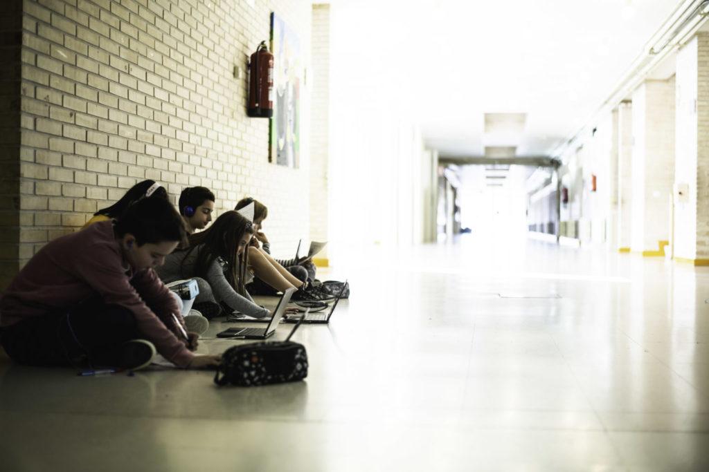 At Juan de Lanuza they have digital media and tutors for each student.