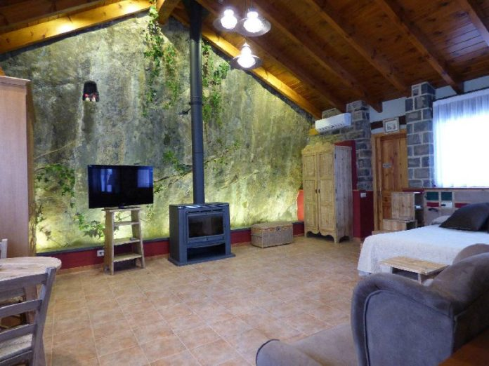 Inside Casa Russell Torla