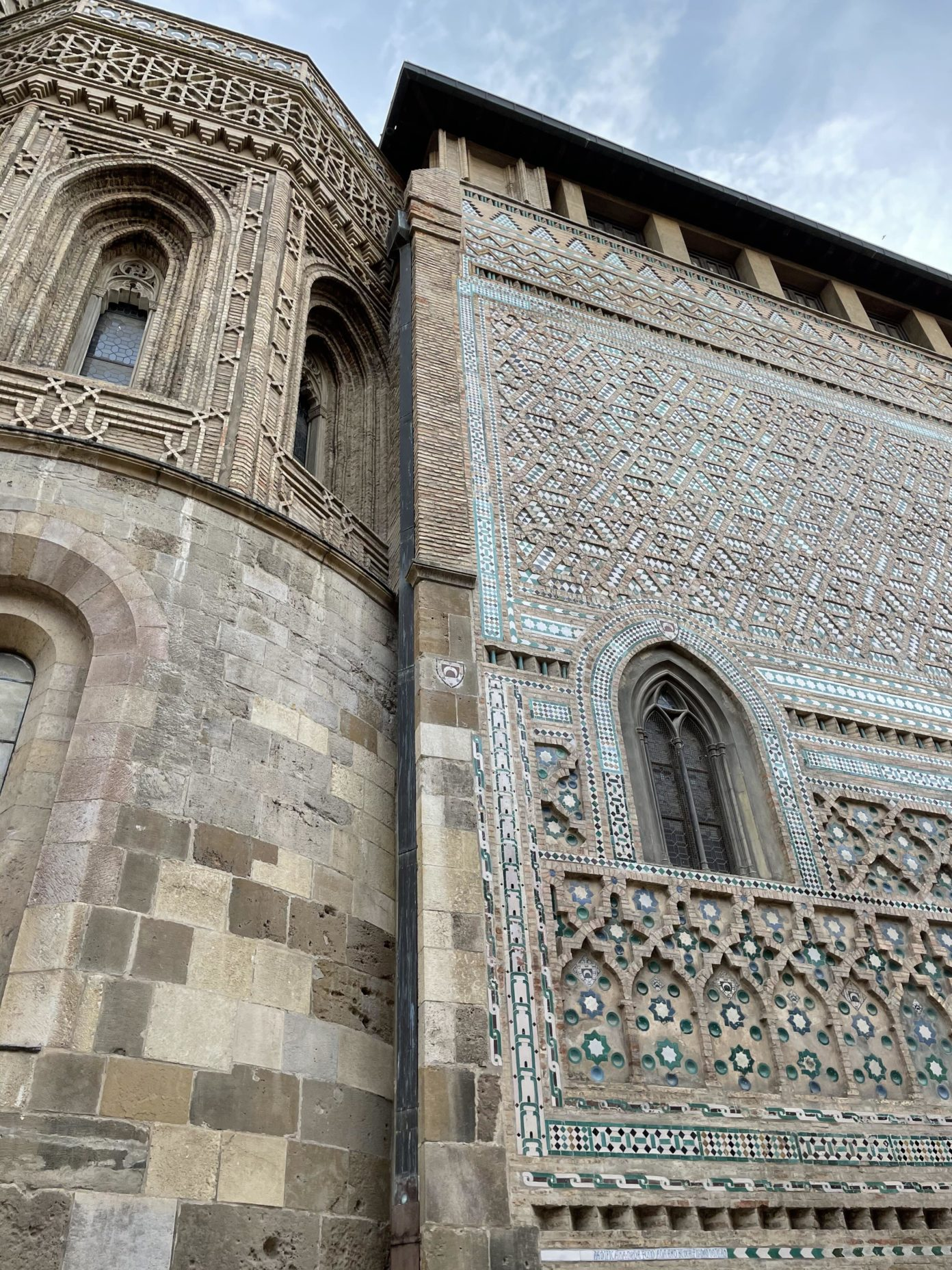 The wall of the Parroquieta de San Miguel Arcángel annexed to the Seo is one of the culminating works of Mudejar architecture. (Go Aragon)