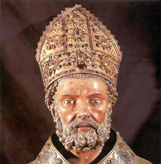 The bust of St. Valerius was made following the features of Pope Luna.